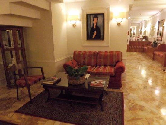 Hotel Modigliani: Common room near reception area