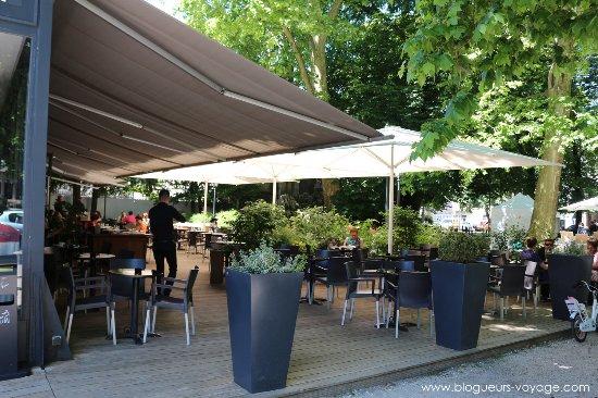 La terrasse ombragée de la brasserie - Photo de Brasserie 1802 ... a95112a37f27