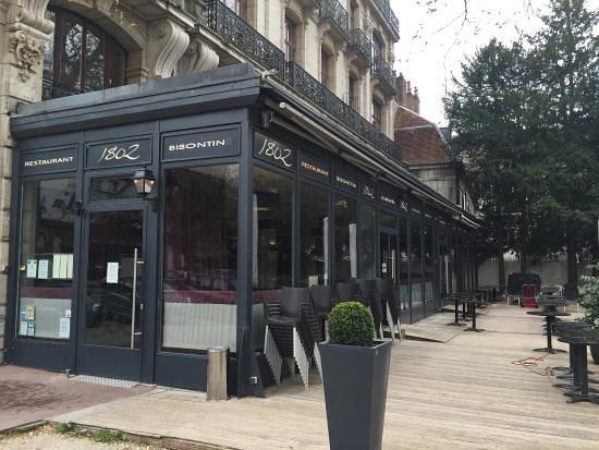 Entrée de la brasserie avant le service - Photo de Brasserie 1802 ... edf592414aed