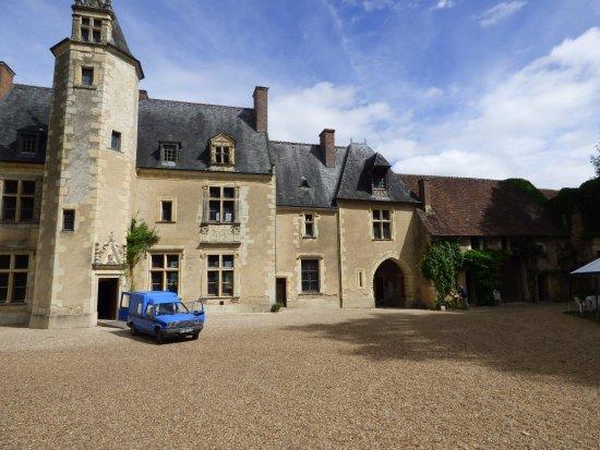 Couture-sur-Loir, Francia: entrée du manoir par la cour .