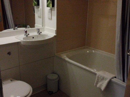 Premier Inn Glasgow City Centre (George Square) Hotel : Standard; minimal multi-purpose toiletries