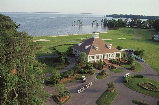 Hertford, NC: Clubhouse - View of Albemarle Sound & 18th Green of the Sound Golf Links