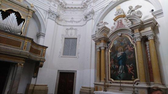 Izola, سلوفينيا: Kościół z tajemniczym wejściem