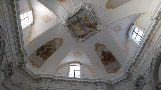 Cerkev sv. Marije Alietske - Izola: Kościół z tajemniczym wejściem