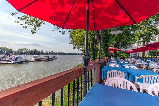 Auberge Handfield Et Spa: Bar-terrasse de la Marina