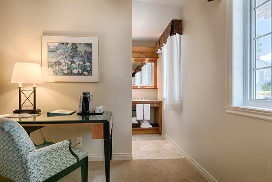 Auberge Handfield Et Spa: Chambre deux lits doubles vue auberge