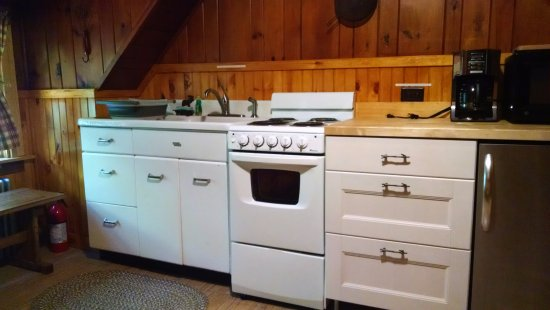 Schroon Lake, NY: Suite kitchen (stove, microwave, coffee maker, toaster)