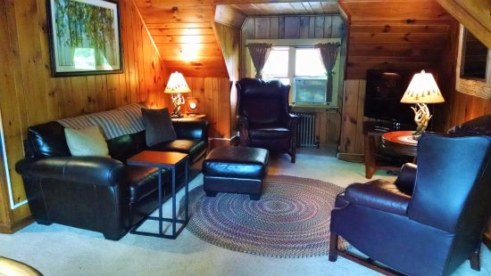 Schroon Lake, NY: Suite living room