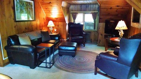 Schroon Lake, Estado de Nueva York: Suite living room