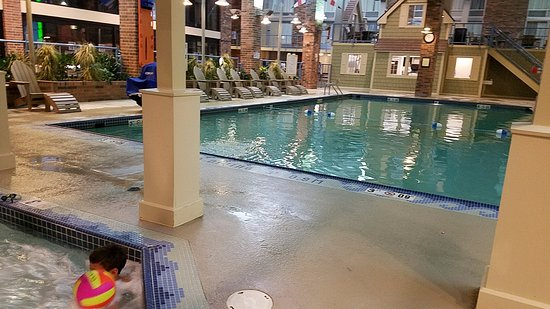 Holiday Inn Kalamazoo-West: View of hot tub and pool