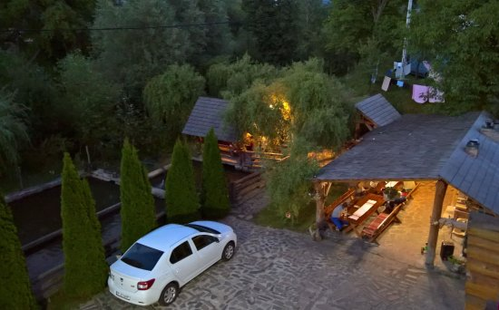 Maramures County, Rumania: Outside dining and fish ponds