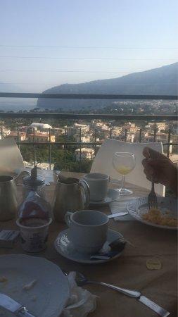 Cristina Hotel : Increíble el hotel y la atención! Quienes están en recepción son muy amables y dispuestos a ayud