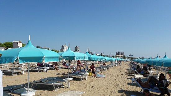Spiaggia di Lignano Pineta : 20170731_101805_large.jpg