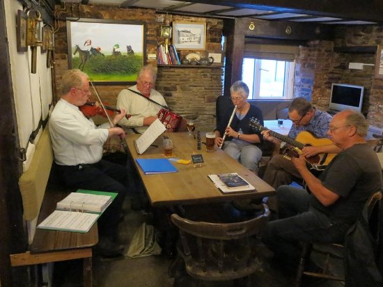 Dorstone, UK: Irish music night
