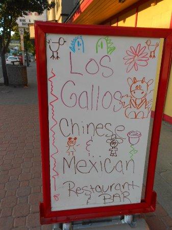 Omak, WA: Los Gallos - street sign