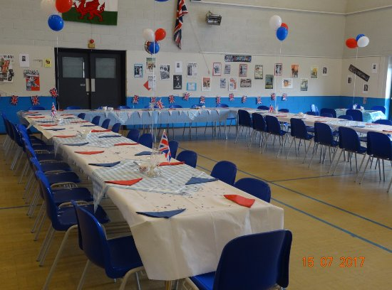 Cwmbran, UK: 1040's themed party- street party seating