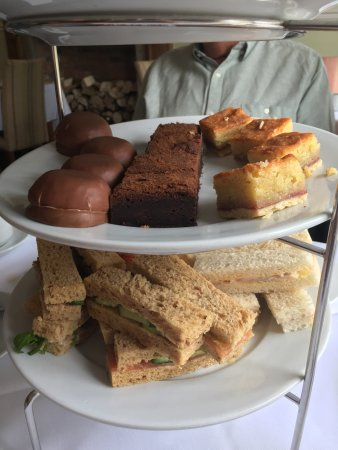 Kelham, UK: Here we have afternoon tea for four people worth £75.80 disgraceful and waste of time!!!
