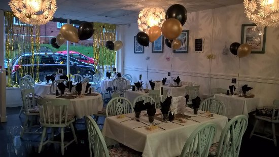 Cwmbran, UK: Glitz evening- hollywood themed with a three course meal and cocktails!