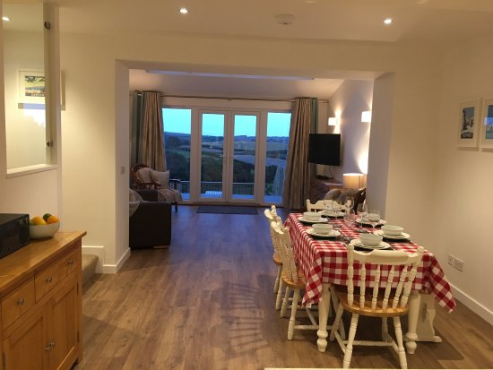 Blackawton, UK: Open plan ground floor kitchen, dining, lounging with lovely countryside views