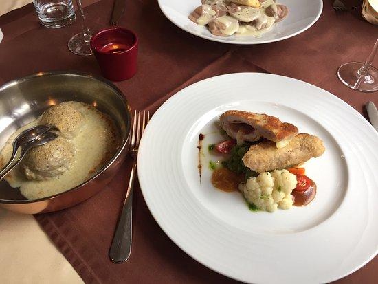 Soglio, Switzerland: Thunfisch Carpaccio, Cordon bleu und Mezzeluneschön angerichtet