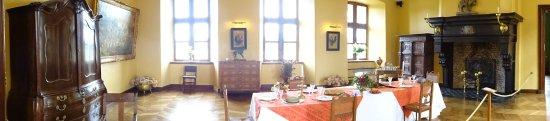 Le Chateau de Lavaux Sainte-Anne: eetkamer in het kasteel