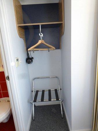 Ibis Styles Blackpool: wardrobe area