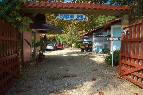 Pousada Sanremo Inn: Recepção e Fachada