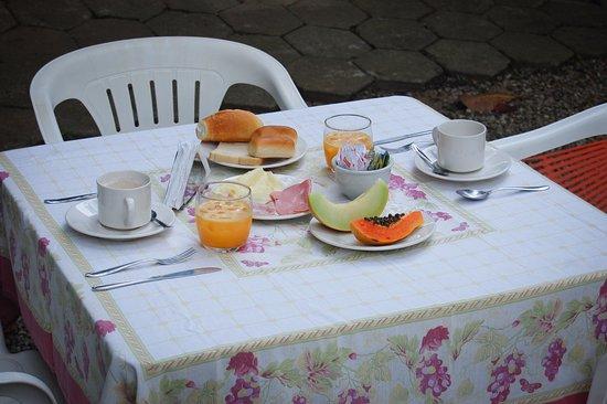 Pousada Sanremo Inn: Café da Manhã