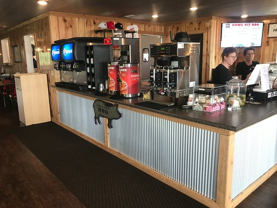 Jackson, MO: Clean and easy to access beverage counter