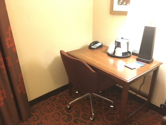Hampton Inn & Suites Cincinnati/Uptown-University Area: Hampton Inn - August 2017