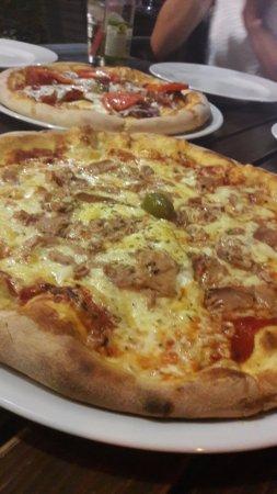 Povljana, Croatia: tuna pizza