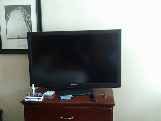 Findlay Township, PA: nice flat screen tv. No cable tv guide in the room so it was a guessing game.