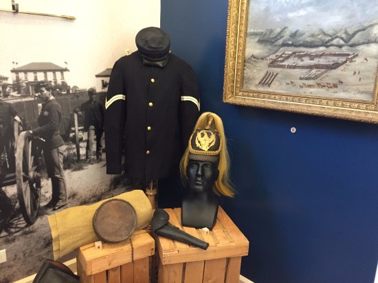 Fort Totten, ND: Military uniforms
