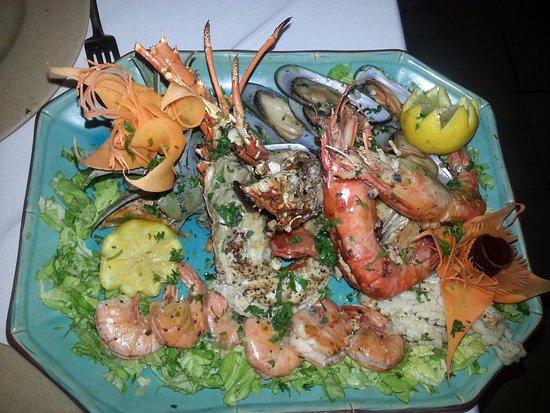 La Rougaille Creole: Grigliata mista di pesce