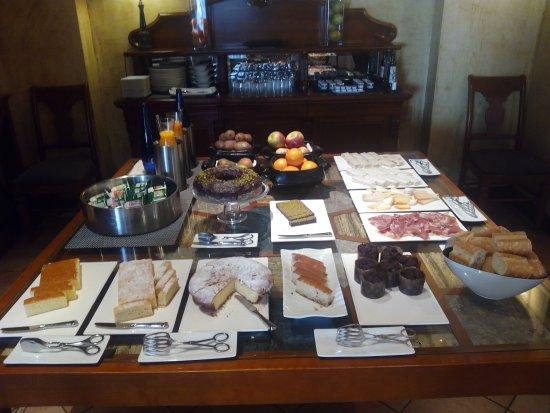 Hotel Restaurante Maher: Buffet en el desayuno
