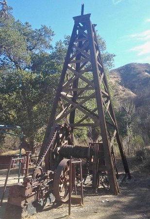 Newhall, Californië: Many oil well artificats here -- though some have been reconstructed or created for the movies.