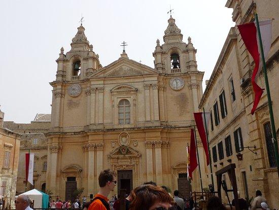 Pembroke, Malta: place de la cérémonie à midi