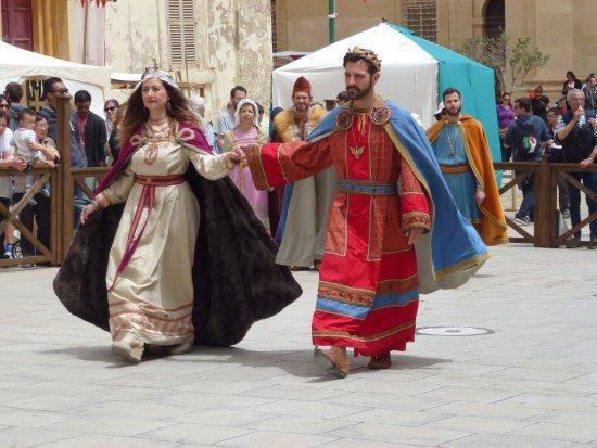 Pembroke, Malta: le salu de la Reine et de son Roi