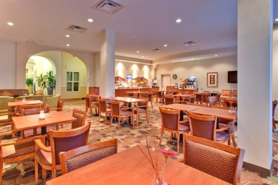 Holiday Inn Express Hotel & Suites Edmonton South: Complimentary hot and cold breakfast buffet including eggs, bacon, sausage, pancakes, etc.