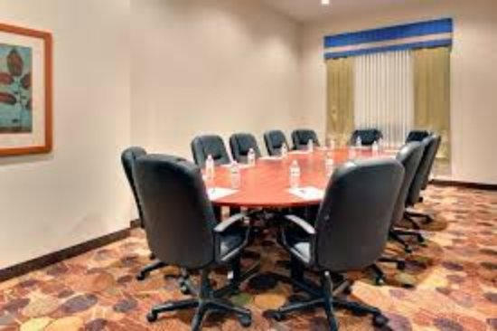 Holiday Inn Express Hotel & Suites Edmonton South: Boardroom