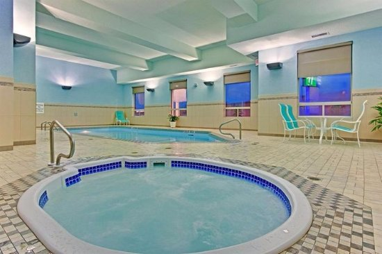 Holiday Inn Express Hotel & Suites Edmonton South: Hot tub and pool