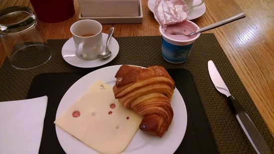 Domus Cavour: Breakfast with an espresso!