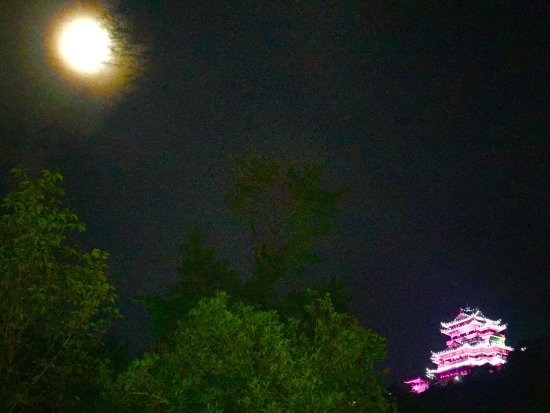 Wenling, Kina: August, full moon, pleasant summers night between 10 & 11.30, lights switched off around 11pm.
