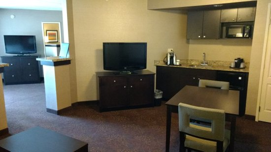 Elgin, IL: Wet bar with fridge and microwave in Executive King. Two TVs too!