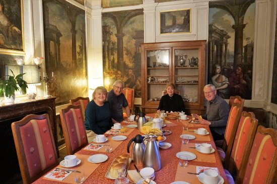 Muides sur Loire, France: Breakfast in the dining room