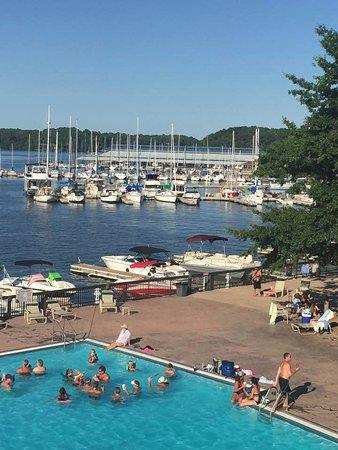 Rogersville, AL: Swimming pool and marina