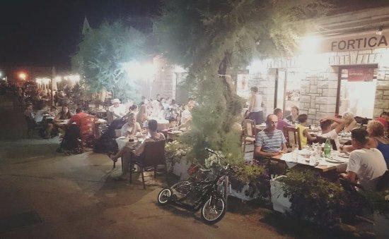 Sucuraj, Kroatien: dinner time in Fortica