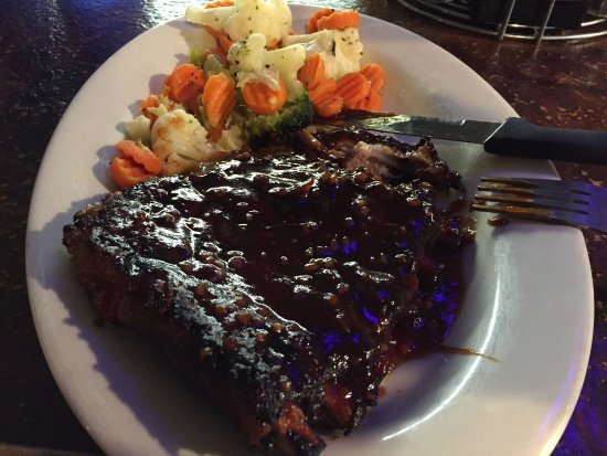 Ontario, Oregón: 1/2 rack of ribs...just fallin' off the bone!