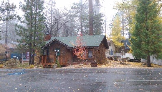 Cabin 7 log cabin fall rain foto di timber haven for Cabine di noleggio in big bear ca