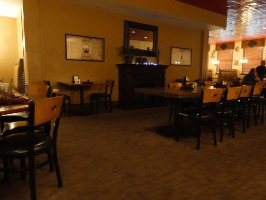 Watford City, ND: dining area